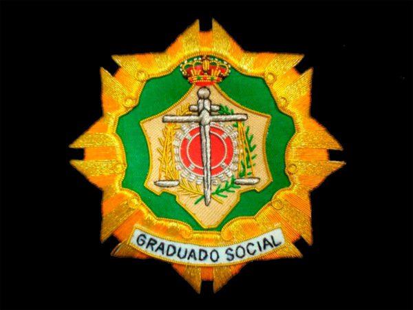 Escudo para toga graduado social fondo negro