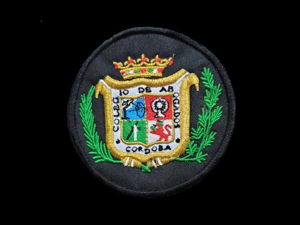 Escudo-Bordado-a-Maquina-Colegio-de-Abogados-de-Cordoba-Negro