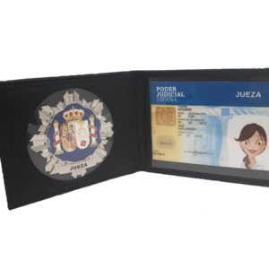 Cartera placa jueza